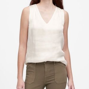 Banana Republic v-neck sleeveless blouse